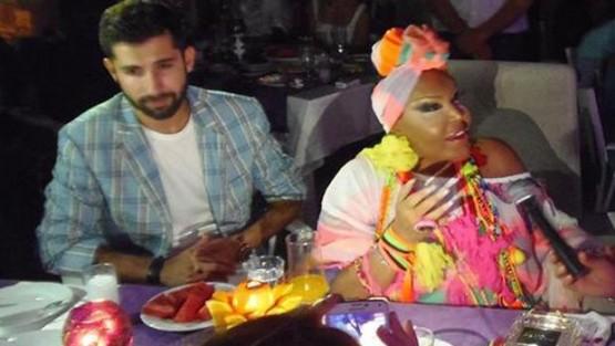 Bülent Ersoy Carmen Miranda'yı mı örnek alıyor?