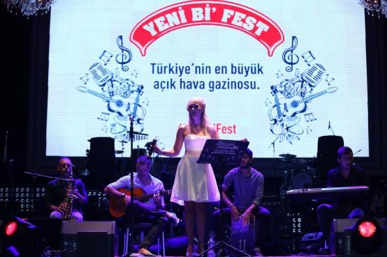 Kibariye ve Kenan Doğulu Küçükçiftlik Park'ta Yeni Bi' Fest'te sahne aldı