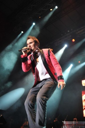 Mustafa Ceceli boğazda müzik ziyafeti çekti