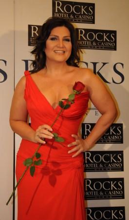 Sibel Can Sevgililer Günü'nde Kıbrıs'ta sahne aldı