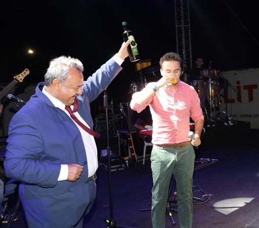 Mustafa Ceceli sahnede fondip yaptı!