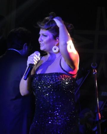 Sibel Can Kıbrıs'ta Merit Park Hotel'de sahne aldı!