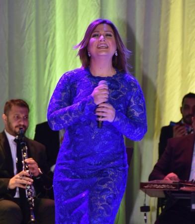 Sibel Can'dan Bostancı'da müzik ziyafeti çekti