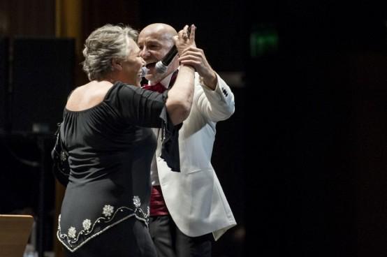 Çağan Irmak ve oyuncu dostlarından muhteşem performans