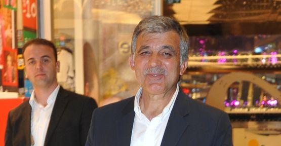 11.Cumhurbaşkanı Abdullah Gül, önceki gün Zorlu Alışveriş Merkezi'nde görüntülendi.