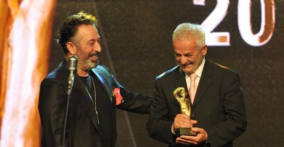 22. Sadri Alışık Tiyatro ve Sinema Oyuncu Ödülleri Sahiplerini Buldu