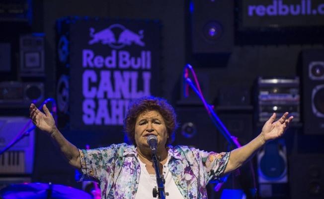 Selda Bağcan: 'Tüm dünya bizi izliyor'