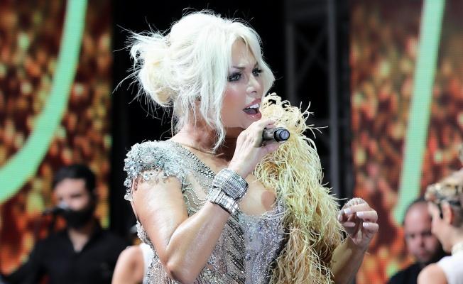 Ajda Pekkan Kıbrıs'ta müzik ziyafeti çekti