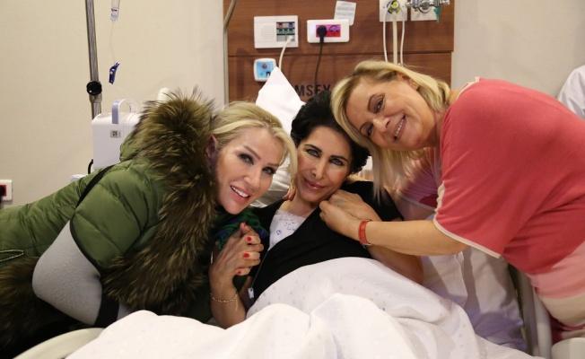 Seda Sayan ve Ceylan, Nuray Hafiftaş'ı hastanede ziyaret etti