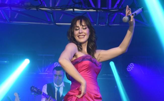 Funda Arar Kayseri ve Adana'da müzikseverleri coşturdu