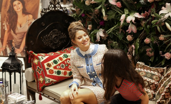 GUESS'in  reklam yüzü Amanda Cerny İstanbul'da!