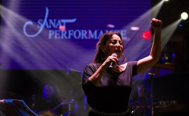 Aşkın Nur Yengi müzik ziyafeti çekti