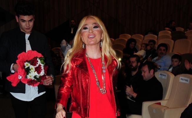 Lerzan Mutlu: Bülent Ersoy'a kalbim kırık ama laf söylemek haddim değil!