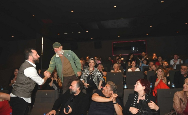 Cem Gelinoğlu, 'Aykut Enişte'yi arkadaşlarına tanıttı