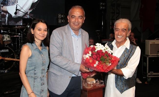 Devrek'te Edip Akbayram'ı 30 bin kişi izledi
