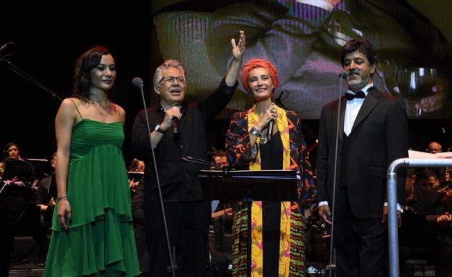 Zülfü Livaneli ve Sıla'dan Bodrum'da muhteşem düet!