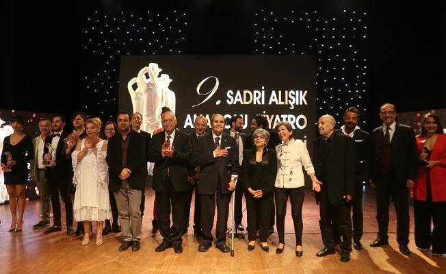 9. Sadri Alışık Anadolu Tiyatro Ödülleri Sahiplerini Buldu