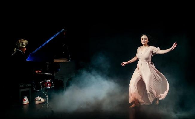 Fadik Sevin Atasoy 'Muse' ile yeniden tiyatro sahnesinde!