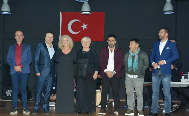Suna Yıldızoğlu, Huri Sapan ve Onur Akay 3 bin mahkuma konser verdi