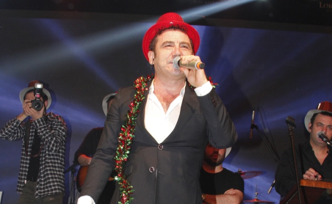 Ferhat Göçer Yılbaşı'nda Girne'de sahne aldı.