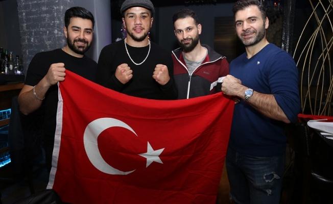Türk Boksör Cem Kılıç Amerika'da Ringe Çıktı