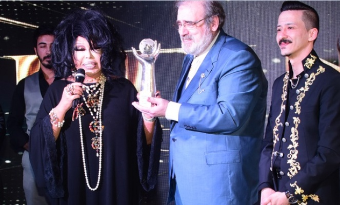 Bülent Ersoy: Yüzyılın Diva'sı Müzeyyen Senar'dır!