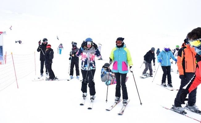 Sosyete Erciyes'te dağ havası aldı