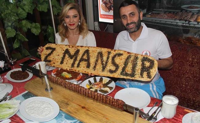 Zeynep Mansur kebaba doydu