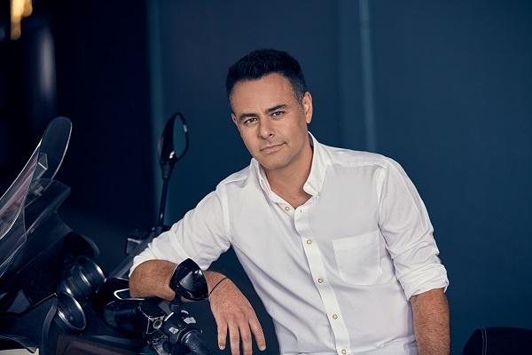 """Barbaros, 90'ların unutulmaz şarkısı  """"Derbeder""""i yeniden yorumladı"""
