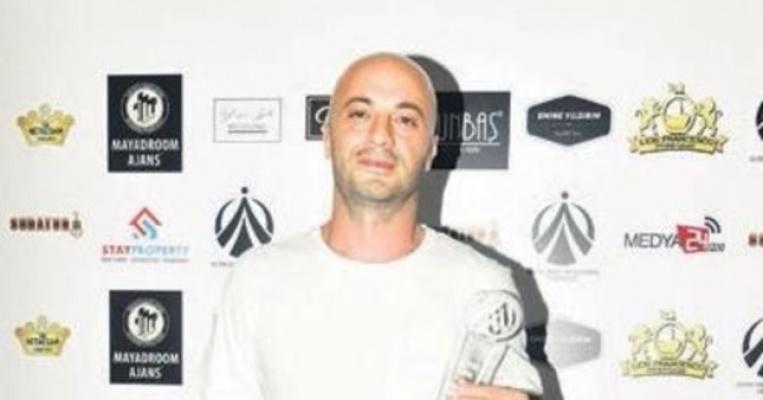 Gazeteci Hakan Uç'a Yılın En İyi Müzik Yazarı Ödülü Verildi