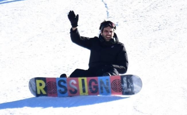 Kaan Urgancıoğlu sevgilisiyle birlikte Palandöken de Snowboard yaptı