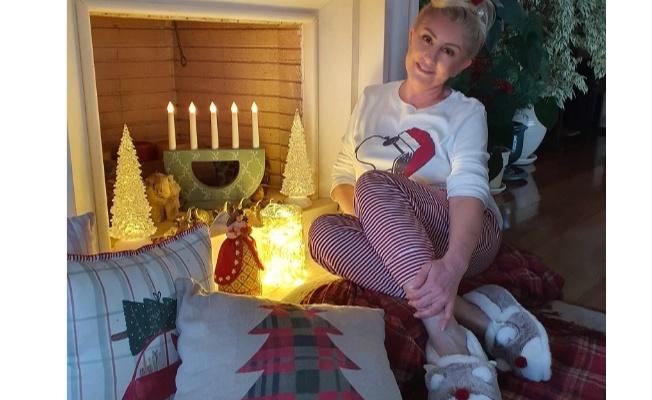Muazzez Ersoy Yılbaşı'nı evde pijamalarla kutladı
