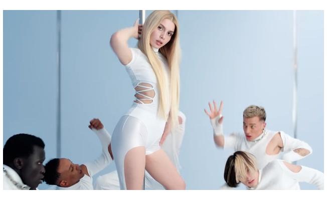 Aleyna Tilki direk dansı ile tüm dikkatleri üzerine çekti