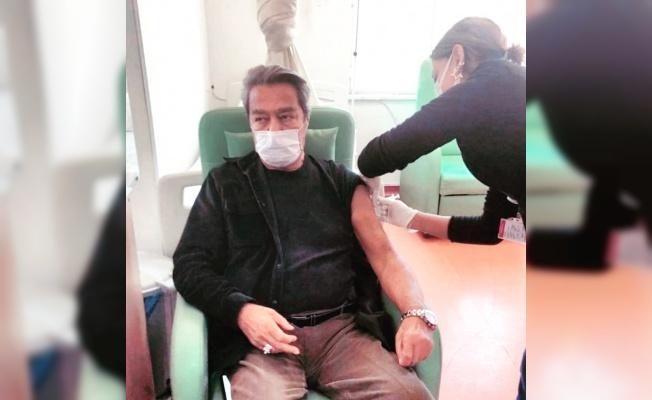 Kadir İnanır Koronavirüs aşısı oldu.