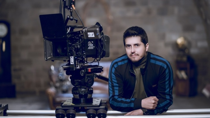 Azerbaycanlı  klip yönetmeninden  Türkçe şarkı