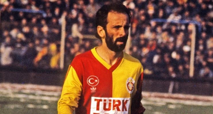 Galatasaray ve Milli Takım'ın efsane futbolcusu Erhan Önal hayatını kaybetti