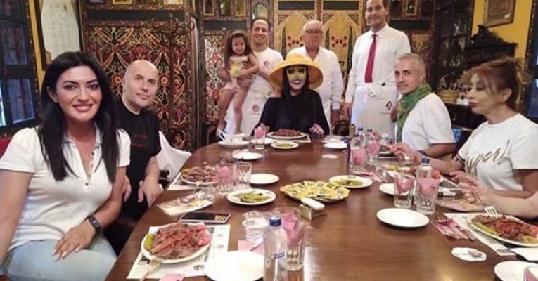 Bülent Ersoy Bursa da kebapçı kapattı