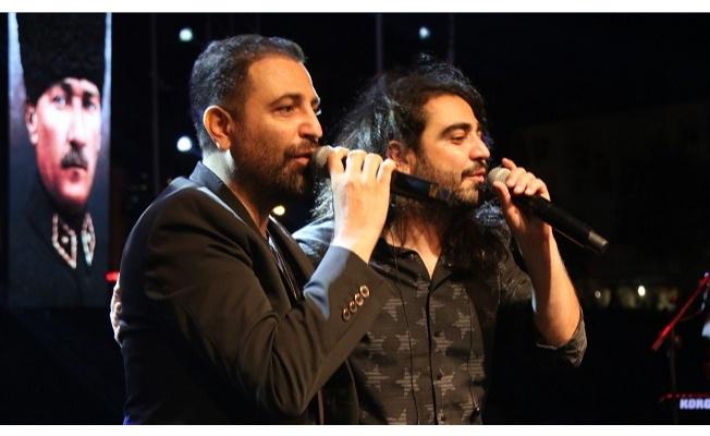 Selçuk Balcı ve İsmail Altunsaray'dan Zafer Bayramı Düeti