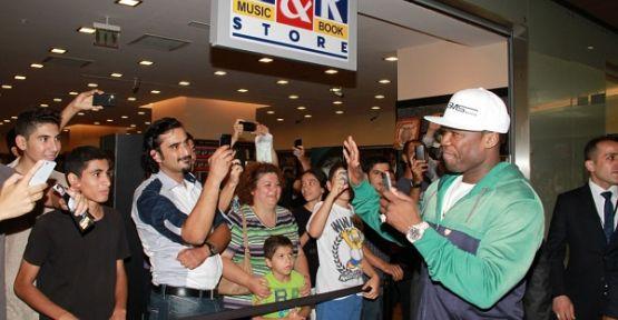 50 Cent'in imza gününde izdiham yaşandı!