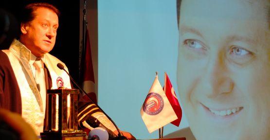 Ahmet Özhan'a fahri doktora ünvanı verildi
