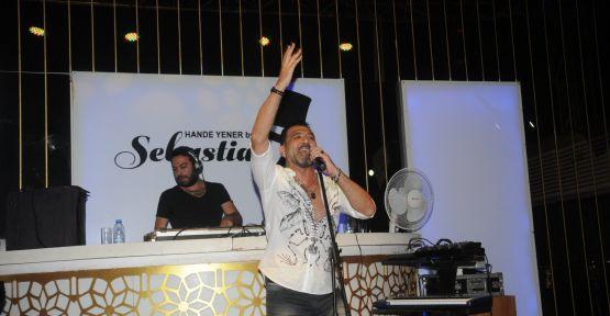 Altan Çetin Bodrum'da Sebastian Club'ta konser verdi!