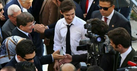 Başbakan Davutoğlu, '7 Güzel Adam' dizisinin setini ziyaret etti!