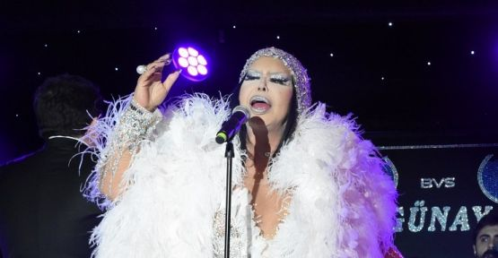 Bülent Ersoy 40 kiloluk kostümle sahneye çıktı