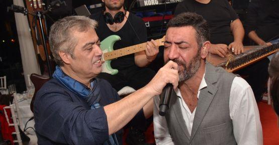 Cengiz Kurtoğlu, Hakan Altun'u dinleyerek stres attı