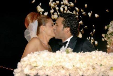 Ceyda Düvenci: Evliliğimiz maddi sebepler dolayısıyla bitmemiştir!