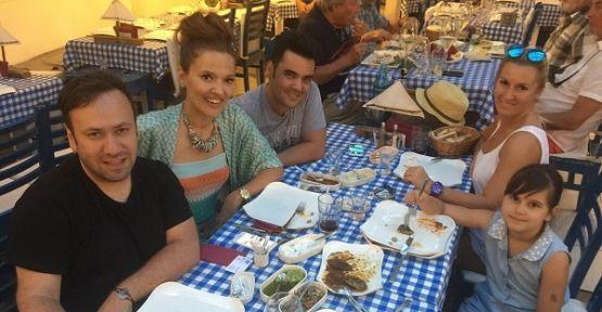 Demet Akalın Bodrum'da dostlarıyla buluştu