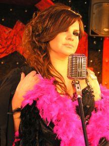 Elif Karlı 'Sev Yeter' şarkısına klip çekti