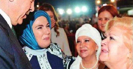 Erdoğan'ın katıldığı iftara ünlüler akın etti