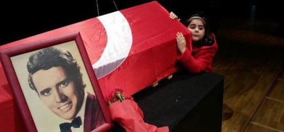 Erol Büyükburç'un cenaze töreninde olay çıktı