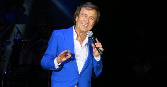 Erol Evgin 33 yıl aradan sonra yeniden Bodrum Kalesi'nde konser verdi